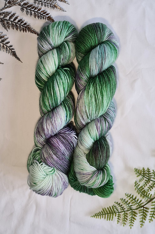 Night Wisteria 4ply / Sock Platinum Yarn