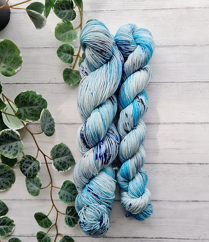 In the Shallows 4ply / Sock Platinum Yarn