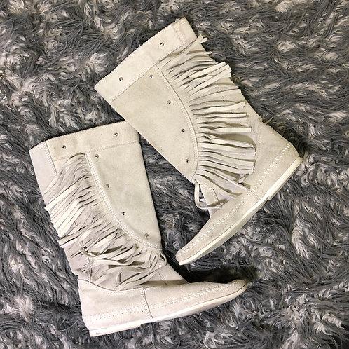 Minnetonka fringe boots Size 6