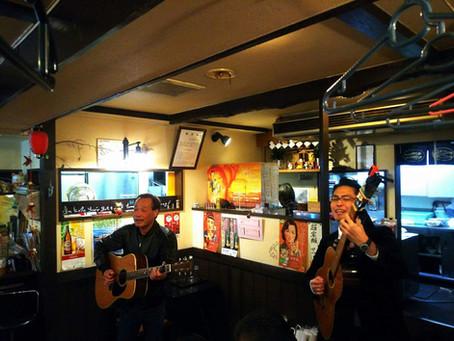 ギターのある日常。日本では居酒屋。