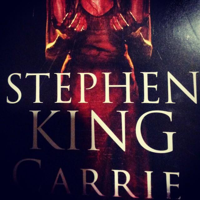 "Instagram - #NowReading clasicazo del maestro #StephenKing, ""Carrie"" o cómo ser"