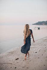 barefoot-beach-blond-2072583.jpg