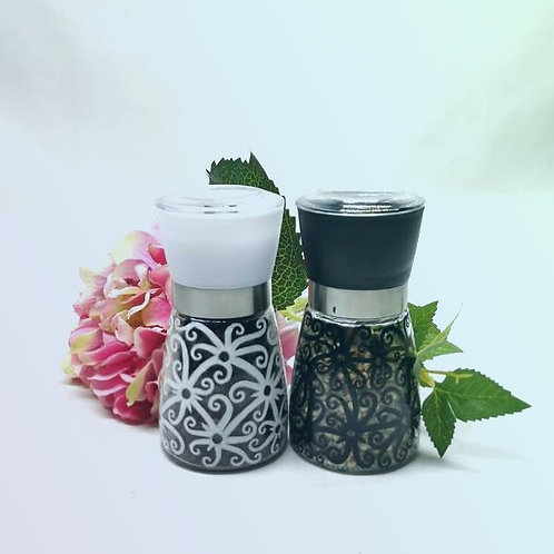 Pepper Grinder Set (1 black & 1 white)