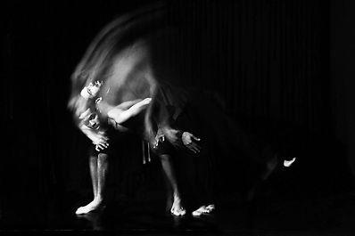 Série photographie contemporaine, Lola Khalfa, Poussière, danse, noir et blanc
