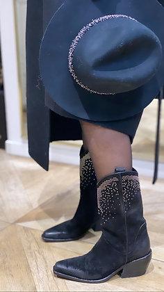 Bottines cuir noir daim italien lavé tamponato .