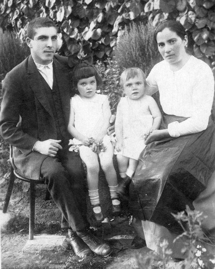 Ifj Gernedl Ferenc és Balogh Margit (gyerekek Mária és Ferenc), 1928-ban