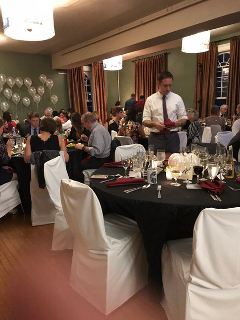 Seatd dining for a beautiful wedding reception.