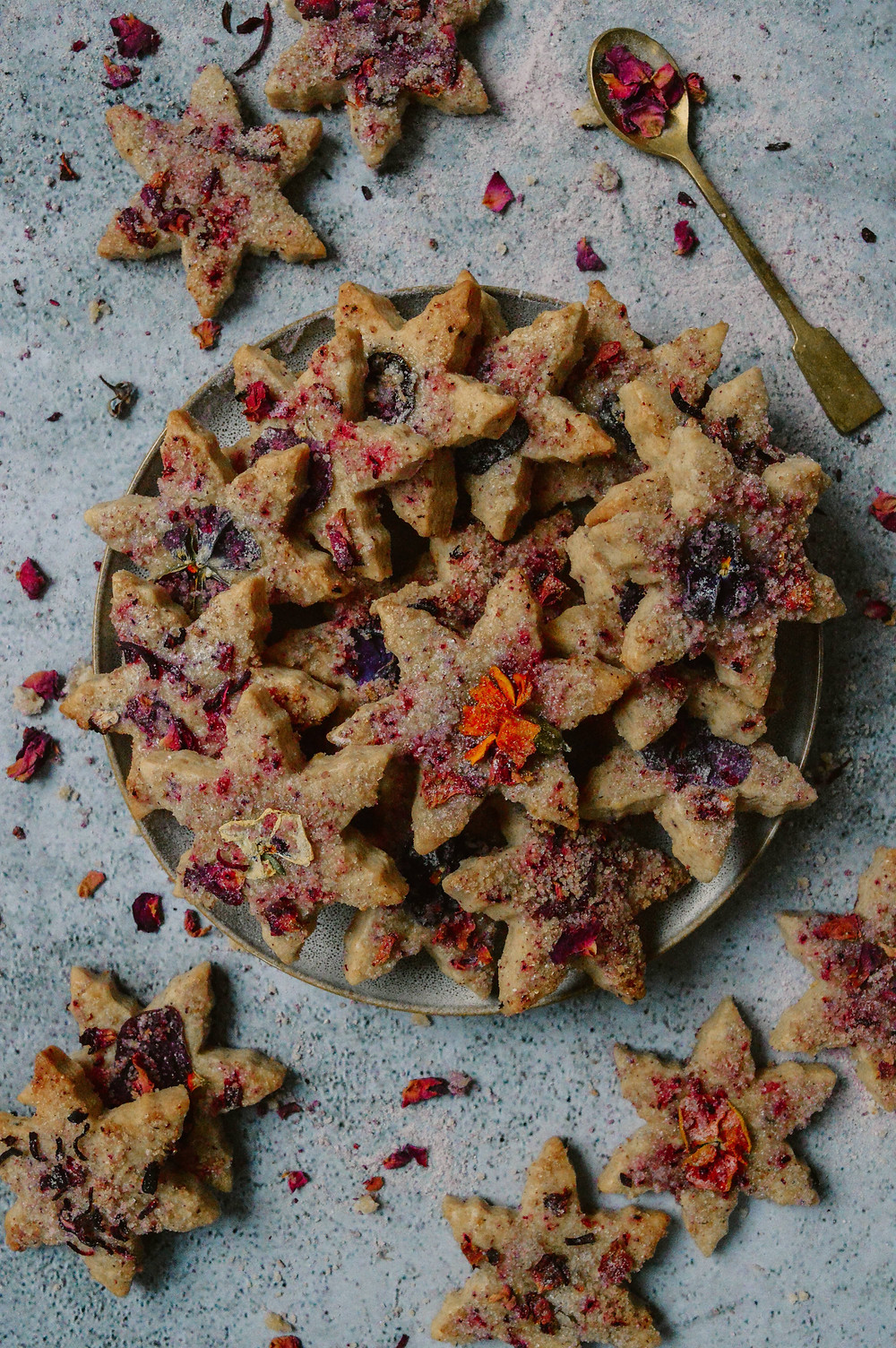 shortbread recipe with edible flowers and lemon and hibiscus