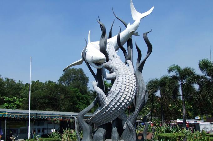Surabaya - Zwei westlicheTouris im Chaos
