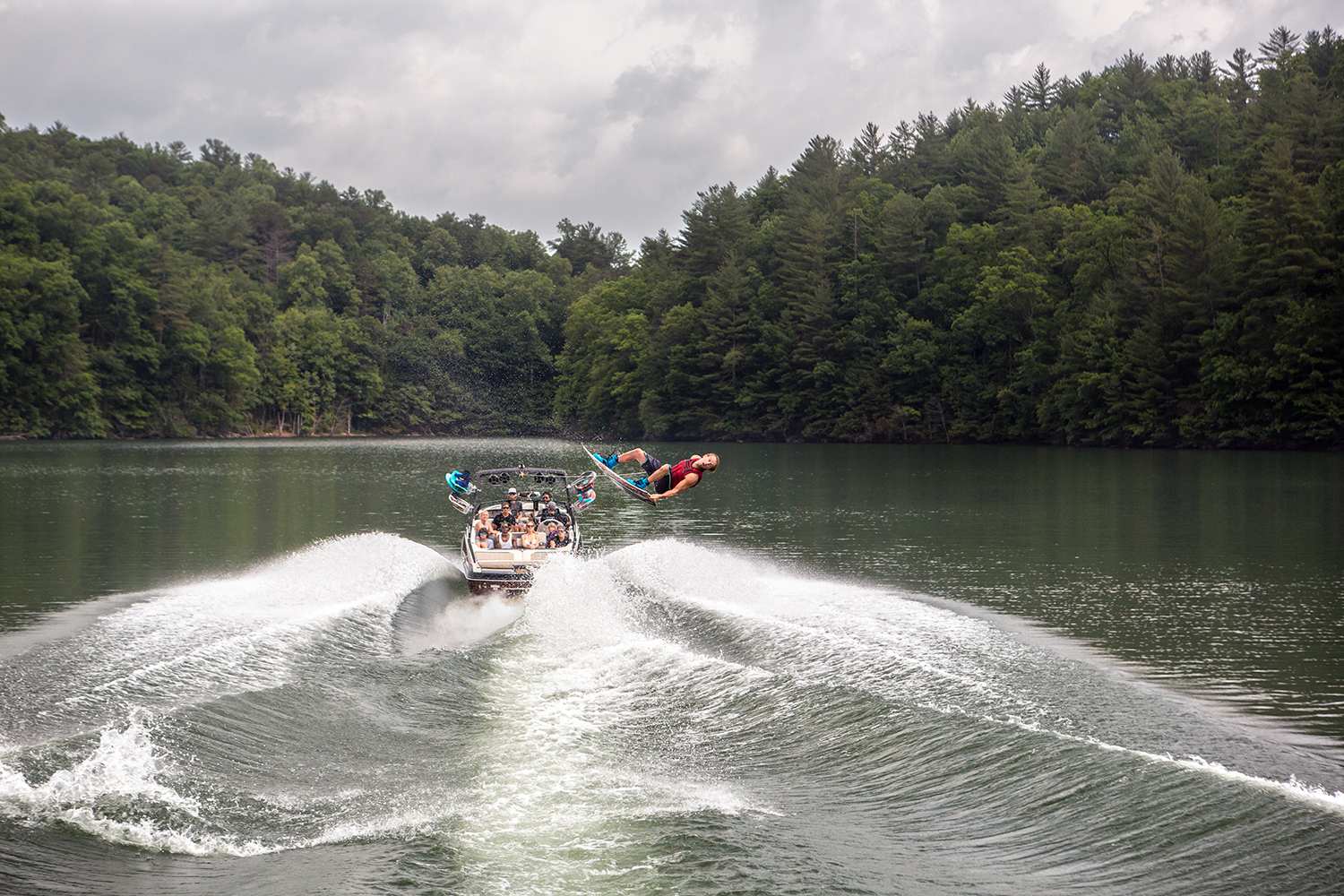 2016-25LSV_wakeboarding2_lowres