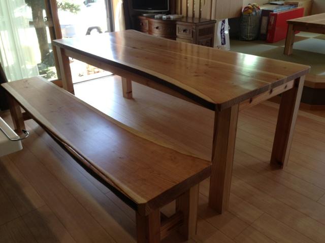 杉テーブルとベンチ