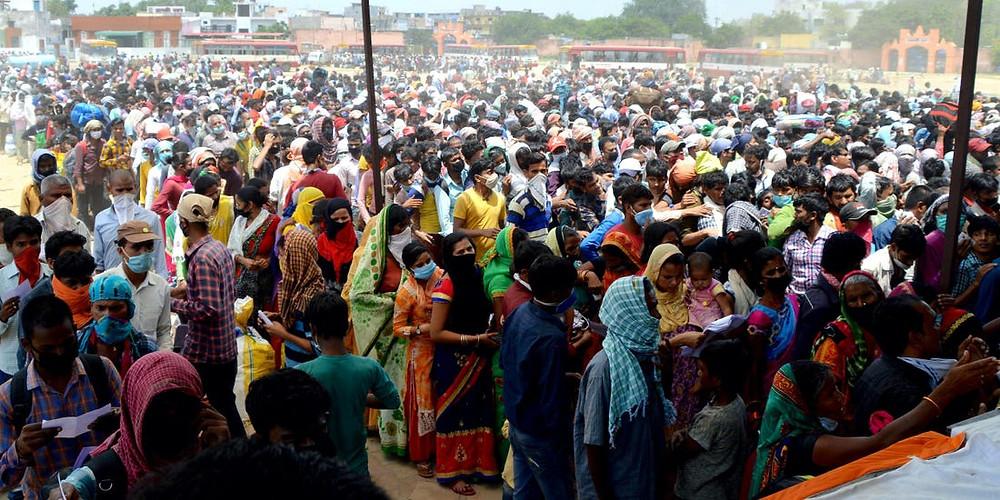 A large crown in Delhi India to defy coronavirus lockdown orders