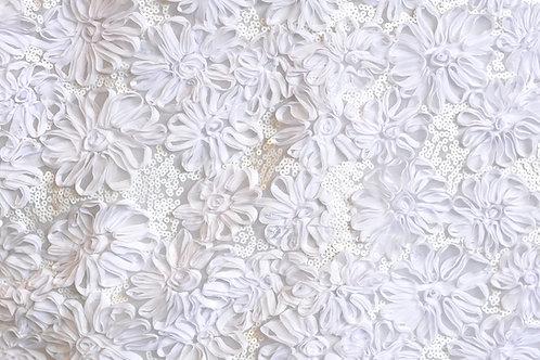 Shiny Daisy Petals White Linens