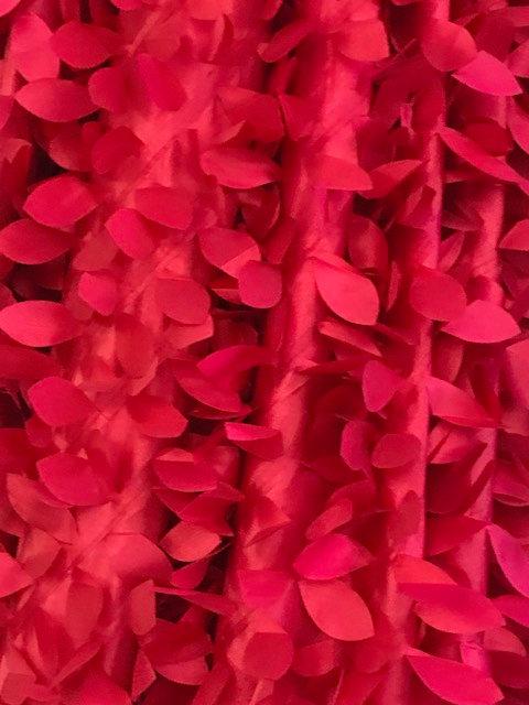 Eden Dangling Leaves Taffeta Red Linens