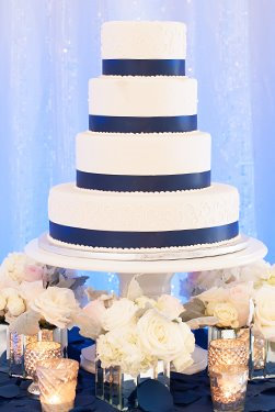 "Pedestal Cake Stand 18"""