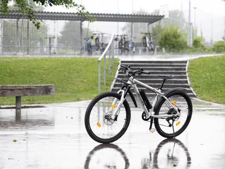 Auch bei Regen macht Velofahren Freude