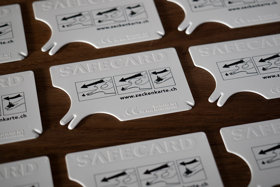Zecken entfernen mit der Zeckenkarte Safecard