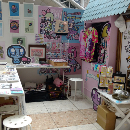 The booth set up at Design Festa. I enjoyed my time with our mini art  squad team~!