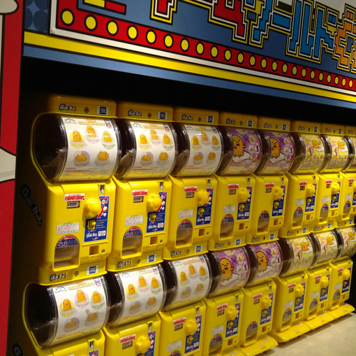 Lots of gude gatcha machines!