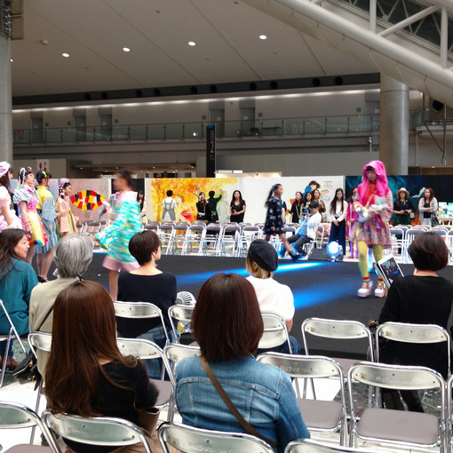 There was a kids fashion show and they were playing Kyary music, so I ran to the stage!!