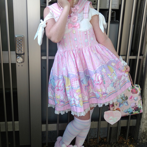 From England! She was wearing a cute AP coord! I loved her shoes~