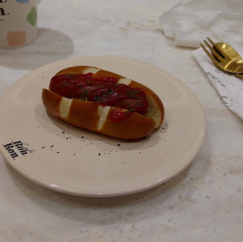 An itty bitty hot dog!