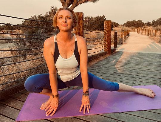 Nicole Dooley - yoga side squat