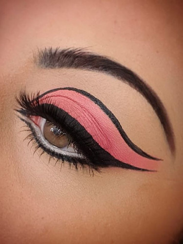 1960s Twiggy Cut Crease