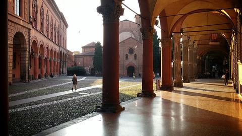 Bologna,_Piazza_Santo_Stefano.jpg