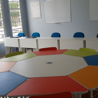 Locação de salas para: aulas, cursos, palestras e workshops.