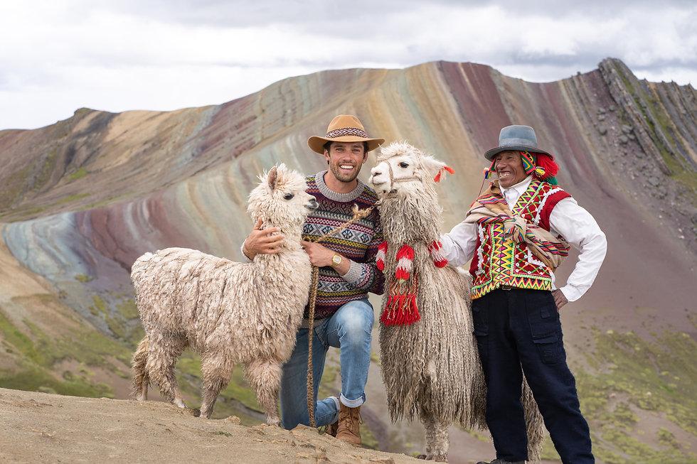 Travis & Alpacas (2 of 7).jpg
