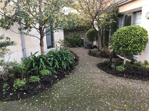 garden landcaping.jpg