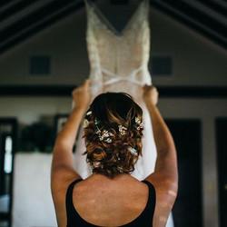 Happy anniversary to _kamilealue21 and _luesangb! #elopement (photo_ _jessew, hair_ me!)