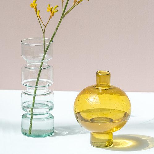 gelbe und transparente Glasvase, Vorderansicht