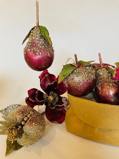 Glitzerfrüchte und Blüte