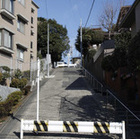 スタジオ付近の階段と坂