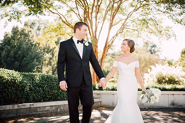 classic and elegant green and white luxury memphis, tn wedding