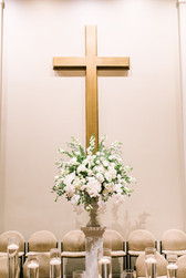 modern luxury Memphis, tn wedding ceremony altar flowers