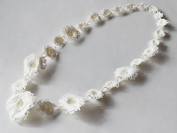 daisy white Asami Watanabe 01.jpg