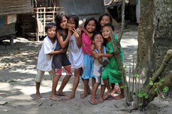 2015 Kids Playing on the Road to El Nido