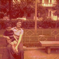 Con mi madre en Caracas.jpg
