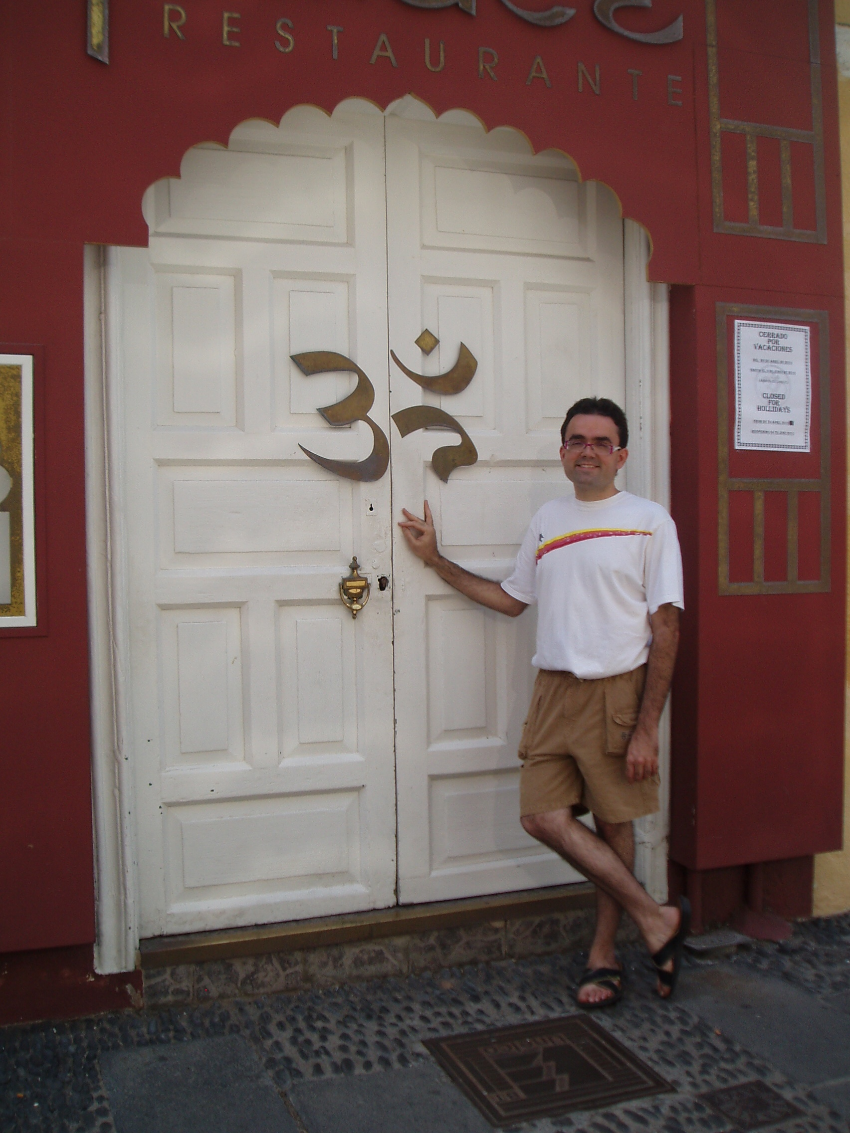 046_En_Restaurante_Hindu_Puerto_de_la_Cruz_Tenerife.jpg