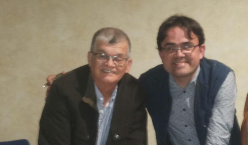 Junto al Escritor  Antonio Arroyo