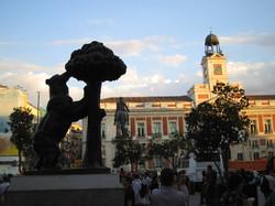 Madrid_Bear_at_Puerta_del_Sol.jpg