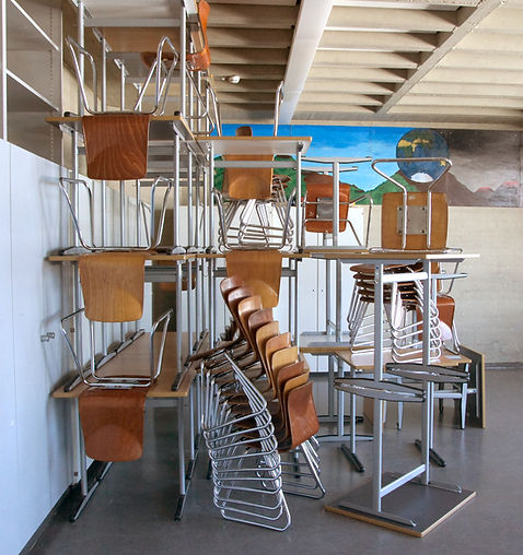 Stul-und-Tisch-Installation A. Baumgärtel