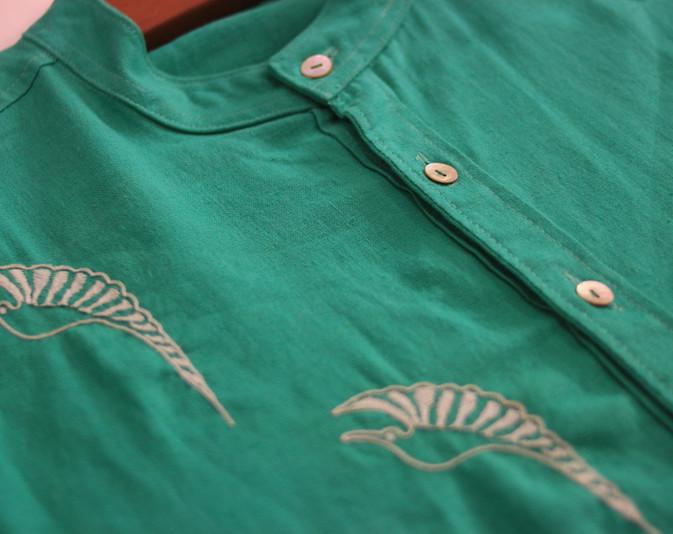 Camisa bordada a mano