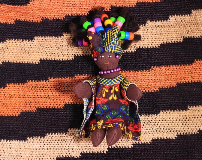 Muñeca negra pequeña