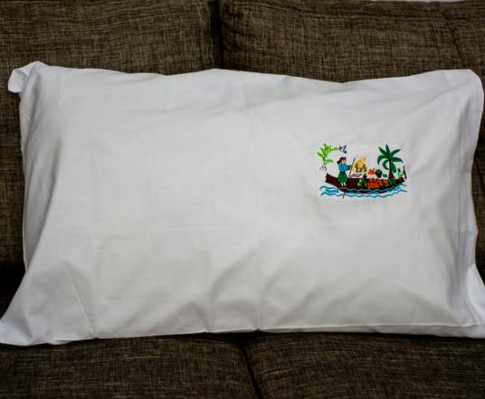 Funda de almohada bordada a mano