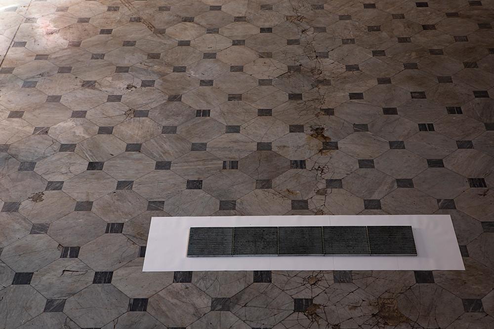 Appunti Carte Tintoretto,  Installazione site specific Le Scalze, Napoli, 2020 100 x 335 x 2 cm  Photo credit: Iolanda Pazzanese