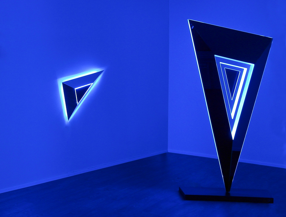 "2013, Nanda Vigo ""Lights Forever"", Deep Space (cm 210x103,5x33,5), installation view, Galleria Allegra Ravizza, Lugano, foto Emilio Tremolada"
